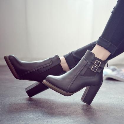 Pointed Toe Hasp Middle Chunky Heel..