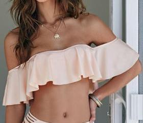Off-The-Shoulder Fri..