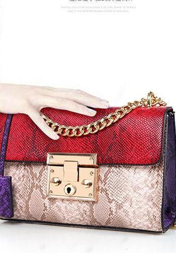 Cross Section Snake Grain Chain Crossbody Bag