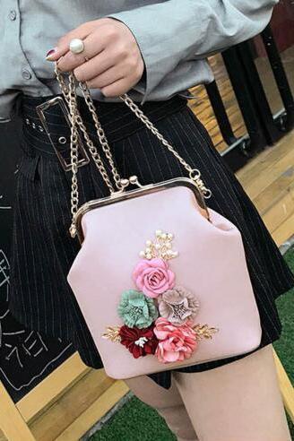 Retro Flower Decorated Chain Crossbody Bag