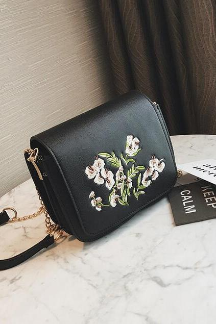 Ladylike Floral Embroidered Chain Crossbody Bag