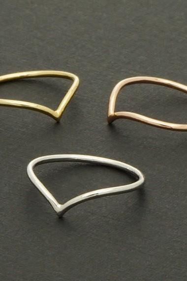 A new simple delicate v-shaped ring
