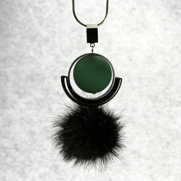 The new high-grade matte beads pearl Mink Fur Ball Necklace
