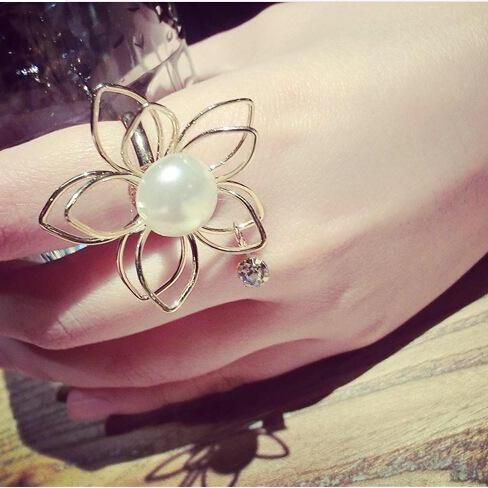 South Korea's pearl hollow three-dimensional flower ring